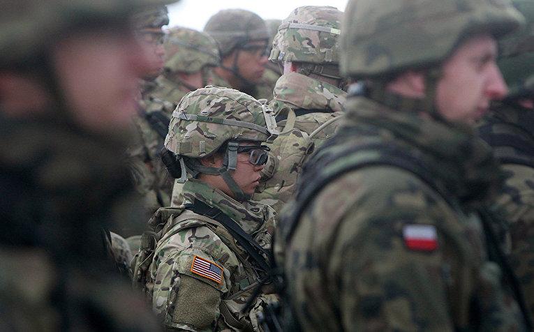 Американские и польские войска во время церемонии в городе Оржиш