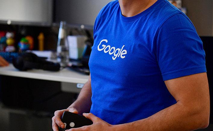 Сотрудник Google в офисе компании в Берлине
