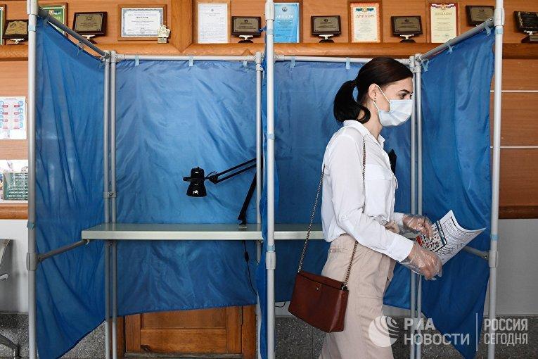 Участок для голосования по поправкам в Конституцию в Новосибирске