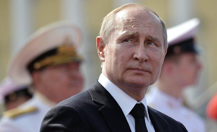 Президент РФ В. Путин принял участие в праздновании Дня ВМФ РФ в Санкт-Петербурге 28 июля 2019 года