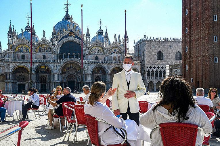 Посетители кафе на площади Святого Марка