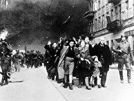 Жителей Варшавского гетто отправляют в лагерь смерти Треблинка