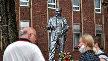 В городе Гельзенкирхен в западной Германии открыли памятник Владимиру Ленину