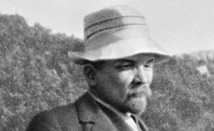 Ленин на прогулке в горах Татры