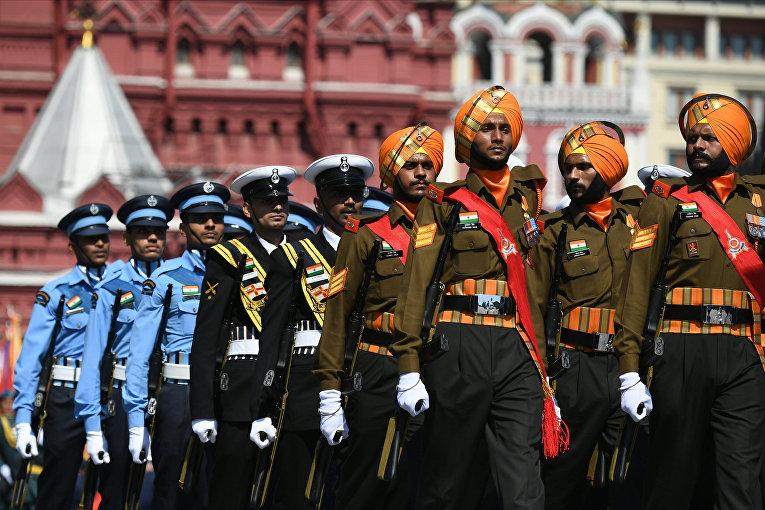 Военнослужащие армии Индии во время военного парадана Красной площади в Москве