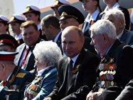 Президент РФ Владимир Путин во время военного парада в ознаменование 75-летия Победы