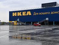 Пустая парковка возле магазина IKEA в торговом центре Мега-Новосибирск