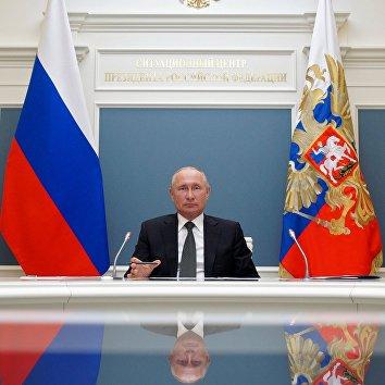 Президент РФ В. Путин провел видеоконференцию по случаю открытия медицинских центров Минобороны для лечения пациентов с COVID-19