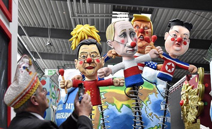 Фигуры, изображающие Си Цзиньпина, Владимира Путина, Дональда Трампа и Ким Чем Ына, на карнавале в Кёльне, Германия