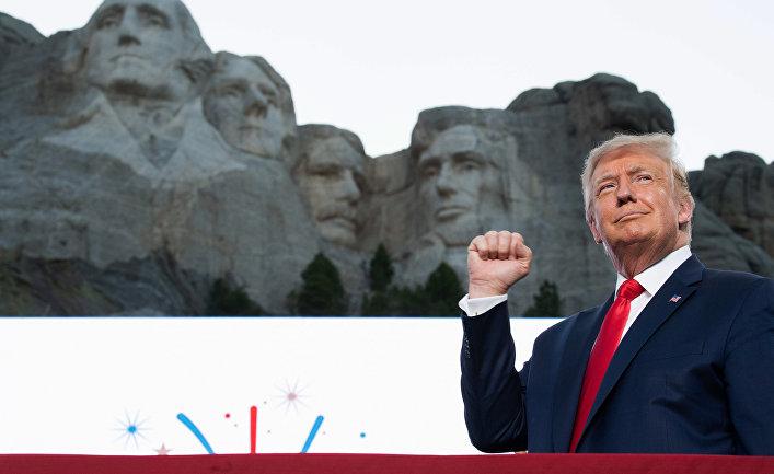 4 июля 2020. Дональд Трамп выступает по случаю Дня Независимости США