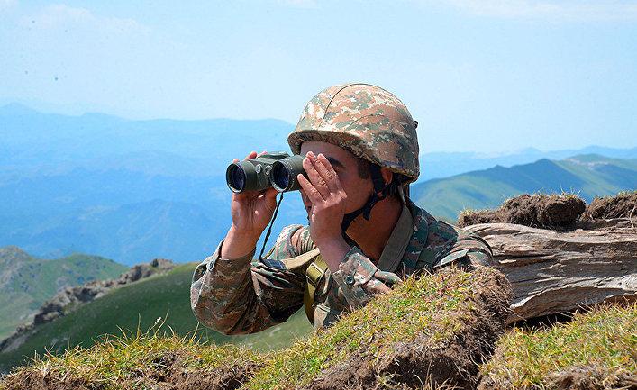 Армянский солдат на линии фронта в Тавушской области Армении