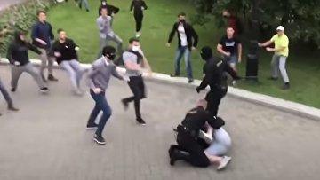 Жесткая драка с ОМОНом и задержания в Минске