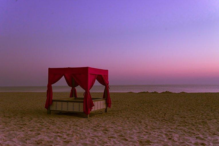 Кровать на пляже