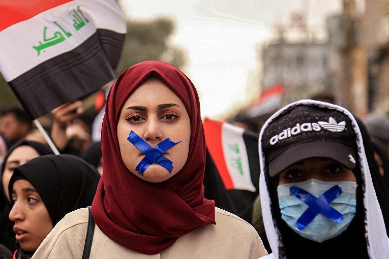 Участники антиправительственной демонстрации в Кербеле, Ирак
