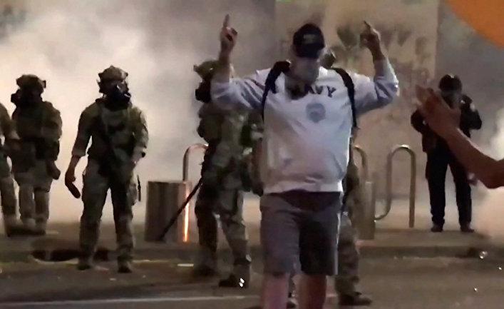 Мужчина после того, как его атаковали военные в Портленде