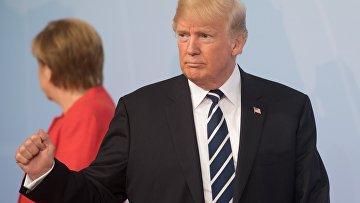 """Дональд Трамп на церемонии официальной встречи канцлером Германии Ангелой Меркель глав делегаций государств-участников """"Группы двадцати"""" G20 в Гамбурге. 7 июля 2017"""