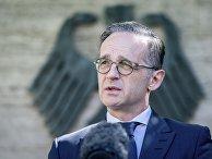 Глава МИД Германии Хайко Маас общается с журналистами