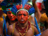 Лидеры бразильских коренных народов во время акции протеста в Бразилиа