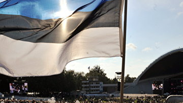 Флаг на концерте, посвященном годовщине независимости Эстонии в Таллине