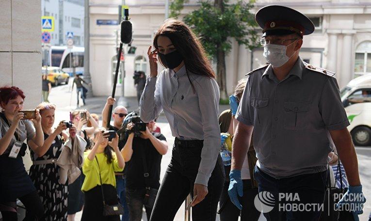 Предварительные слушания в отношении сестер Хачатурян, обвиняемых в убийстве отца