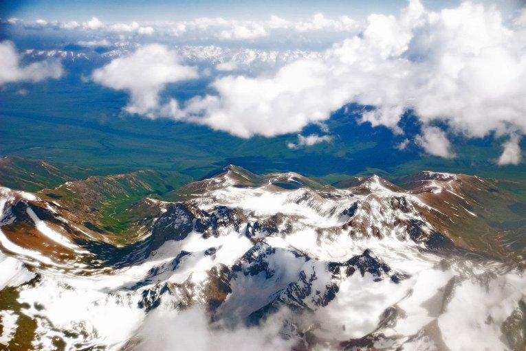 Вид на Памирские горы Таджикистана