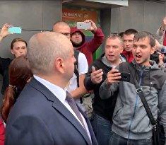 Рабочие БелАЗа потребовали убрать из города ОМОН