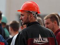 Сотрудники Минского автомобильного завода (МАЗ) во время митинга в Минске