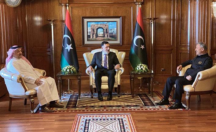 Премьер-министр Ливии Файез Аль-Саррадж, министр обороны Турции Хулуси Акаром и министр обороны Катара Халид бен Мухаммед Аттый