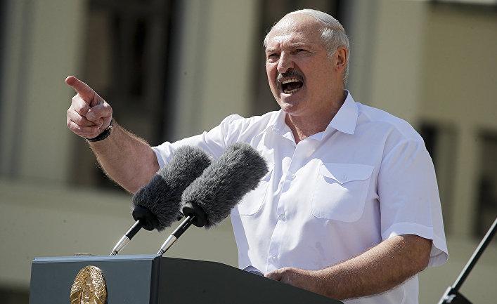 Президент Белоруссии Александр Лукашенко выступает на митинге в Минске