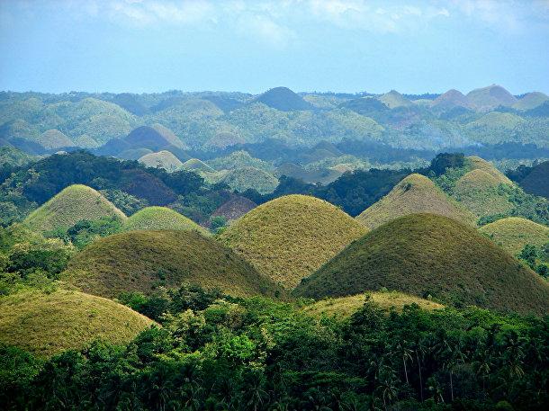 Шоколадные холмы в филиппинской провинции Бохоль