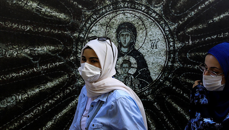Посетители монастыря Хора в Стамбуле