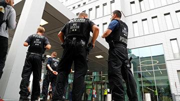 22августа 2020. Немецкая полиция уклиники «Шарите» вБерлине, куда доставили Алексея Навального