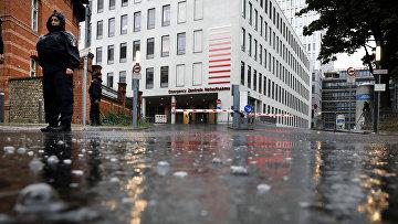 22 августа 2020. Немецкая полиция у входа в больницу в Берлине, куда доставили Алексея Навального