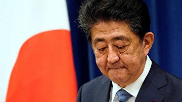 Премьер-министр Японии Синдзо Абэ во время пресс-конференции в Токио