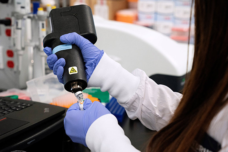 Создание вакцины против коронавируса в лаборатории в Сан-Диего, Калифорния