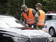 Словакская полиция проверяет автомобили на границе