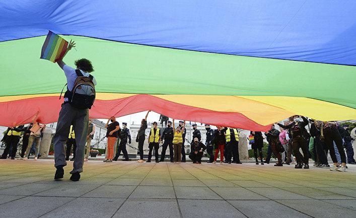 Участники митинга ЛГБТ в Варшаве