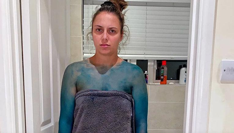 Покрасил свою девушку в синий