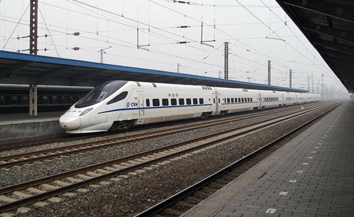Скоростной поезд CRH5 на станции Циньхуандао