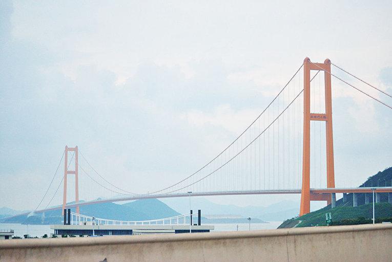 Мост Сихоумэнь на архипелаге Чжоушань, Китай
