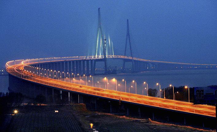 Мост Сутун через реку Янцзы в Китае