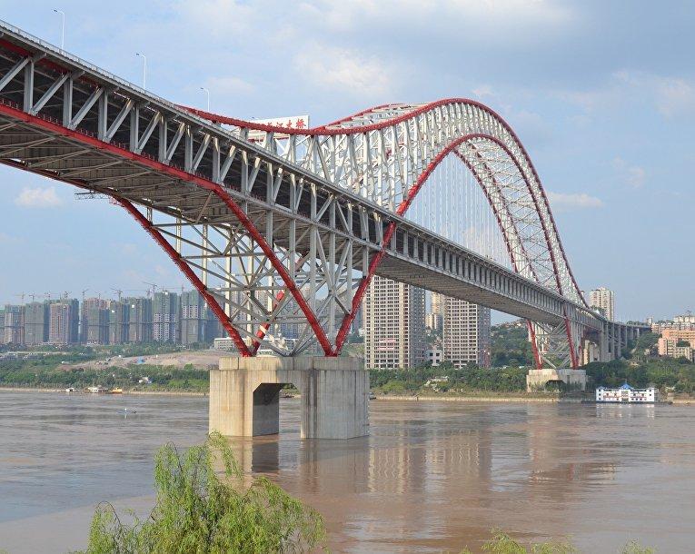 Мост Чаотяньмэнь через реку Янцзы в Чунцин