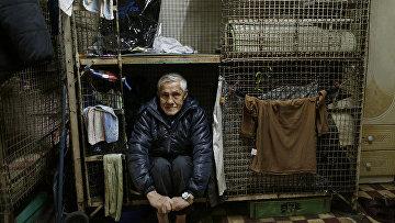 Житель металлической клетки в Гонконге