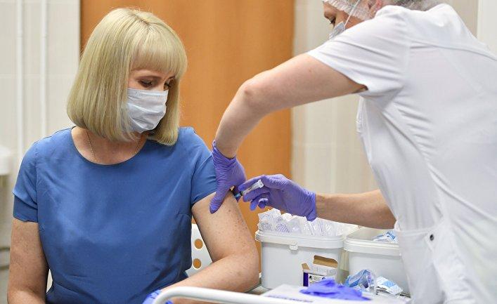 Вакцинация добровольцев против COVID-19 в Москве