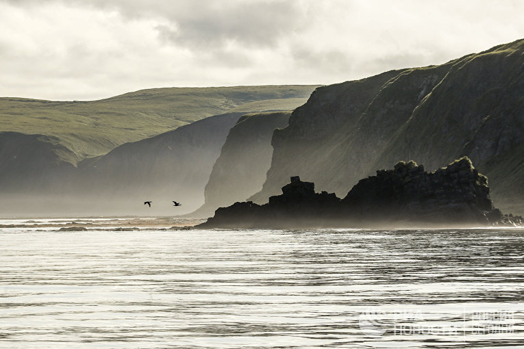 Скала Ершик и мыс Ван-дер-Линд острова Уруп (остров южной группы Большой гряды Курильских островов).