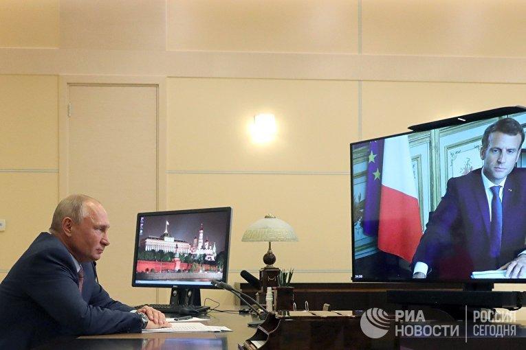 Встреча президента РФ В. Путина с президентом Франции Э. Макроном