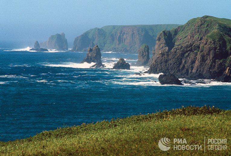 Скалы у острова Шикотан