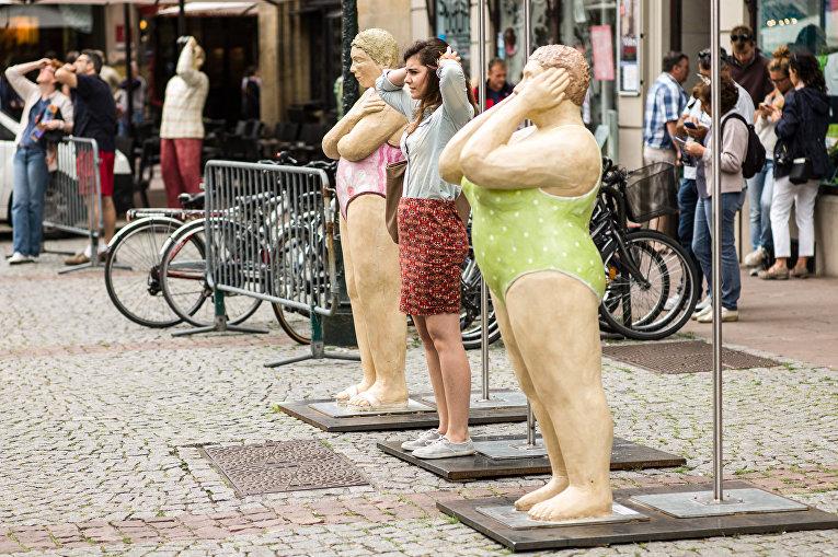 Девушка на улице в Страсбурге, Франция