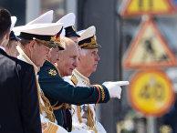 Владимир Путин и Сергей Шойгу на параде в честь Дня ВМФ, Санкт-Петербург