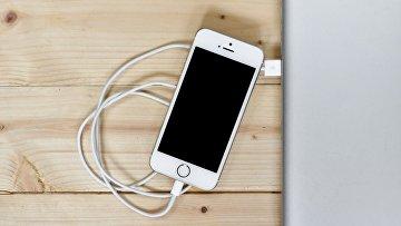 Смартфон на зарядке